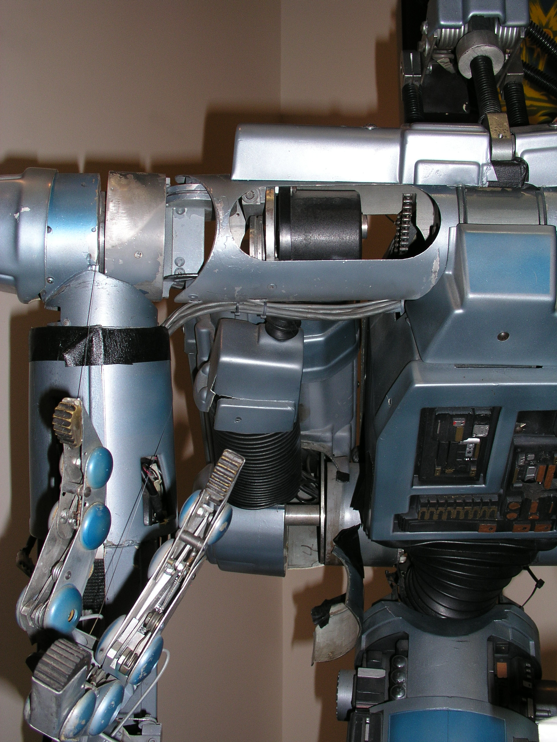Short Circuit Robot In Museum Wiring And Diagram Hub Robots Johnny 5 Number From Arms Electric